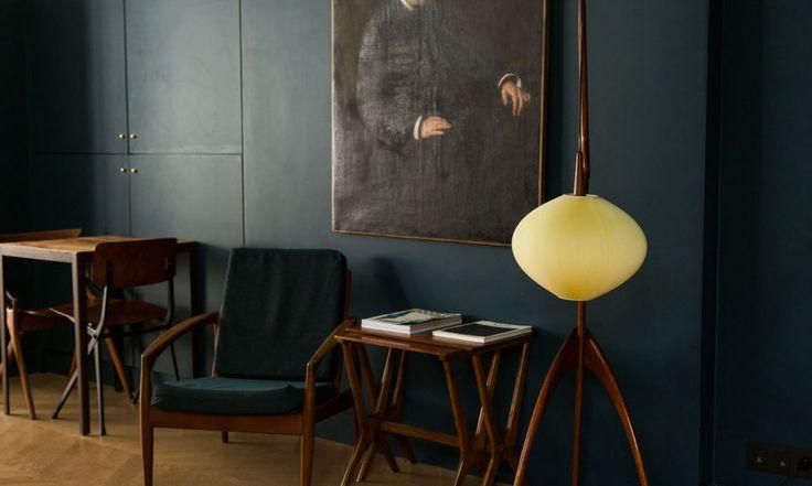fauteuil velours et lampe rispal mante religieuse le coq hotel