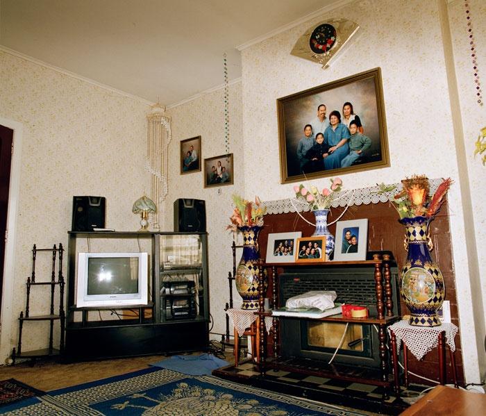Edith Amituanai, House of Manu, 2007, from the series Déjeuner, C-type photograph