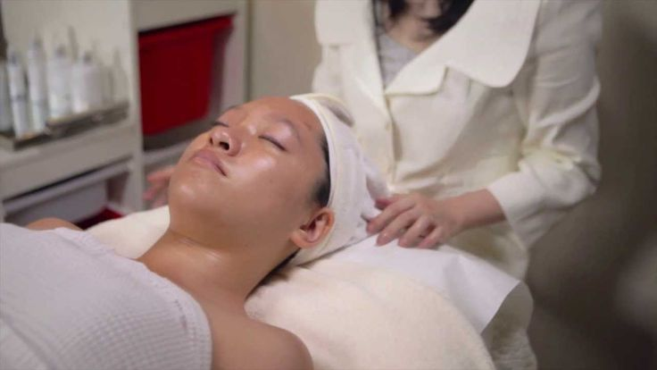 Palacia High Frequency Treatment - Here is a training video. It shows how to properly use a High Frequency Machine, and explains the benefits of using this skincare technology. #esthetician #dermatology #dayspa