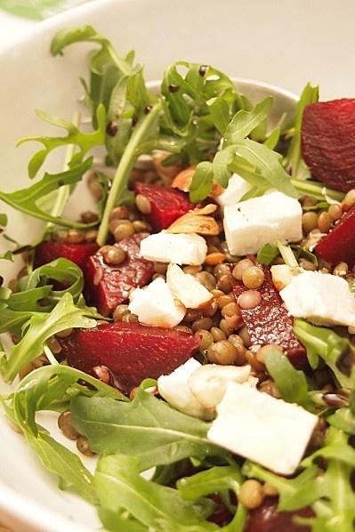 Salade betterave, lentille, feta et roquette
