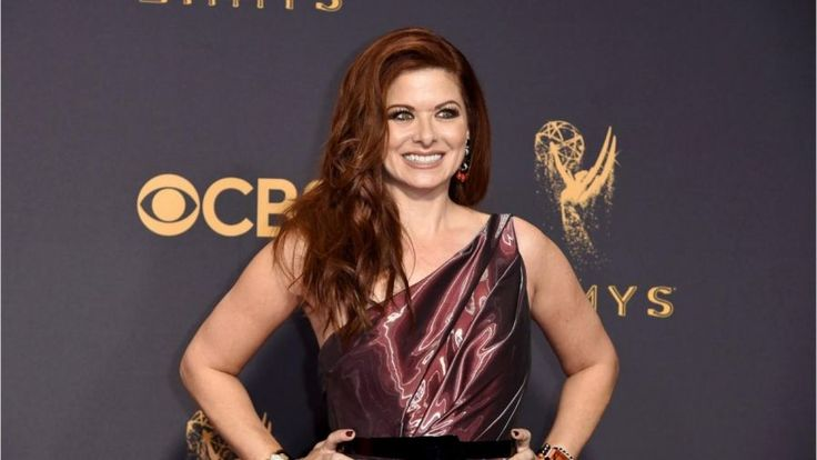 'Will & Grace' star Debra Messing called out cable channel E! during E!'s Golden Globes red carpet pre-show, saying E! doesn't pay its female hosts the same as its male hosts.