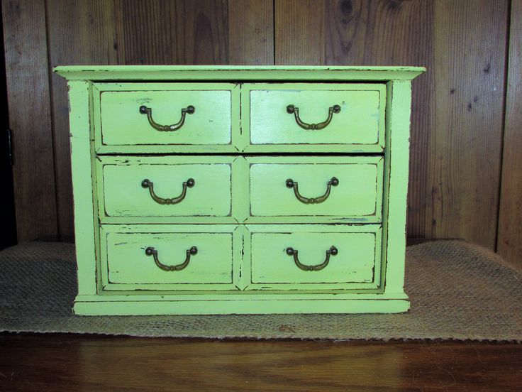 Soft lime green large jewelry box painted with chalk paint. By TinkerMelz on Etsy