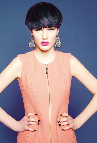 präsentiert von www.my-hair-and-me.de #women #hair #haare #short #kurz #kurzhaarfrisur #black #pony #ohrringe #dress #kleid