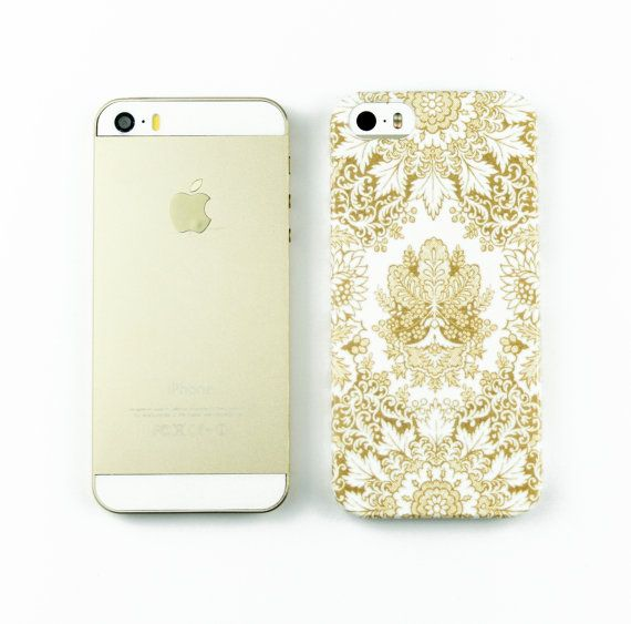 Vintage pattern in gold and white is boho chic on this slim, lightweight case. The design is imprinted into the plastic and wraps around the