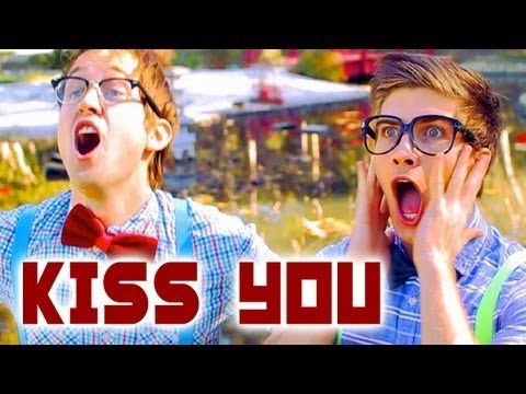One Direction - Kiss You - Luke Conard & Joey Graceffa Music Video Cover, so funny!