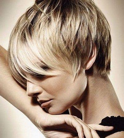 Kısa saç bana yakışmaz diyenler..! Diyoruz ki ! #Mümkün   Saç modelini ve Saç boyunu kişiye özel veya asimetrik hale getirerek tam olarak yüz yapınıza göre size özel saç modeli tasarlayıp yakışmazdı, yüzüme gitmezdi gibi dertleri ortadan kaldırıyoruz... #BugünBen #BenimSeçimim #Kısasaç tan yana #ZKkuaför