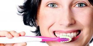 Como limpar dentes implantados