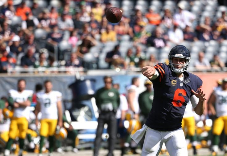 Cutler mistake costs Bears in loss to Packers - Today's Pigskin   The stage was all set for Chicago Bears' quarterback Jay Cutler to finally be the hero against the division rival Green Bay Packers, but instead last year's interception leader fell victim to a common problem.....