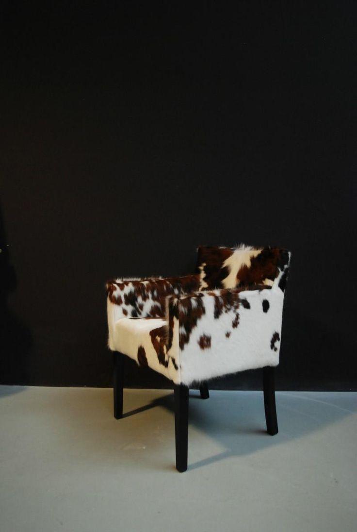 Eetkamerstoel bekleed met koeienhuid. Stoel van koehuid - Zitmeubels, banken, fauteuils, stoelen sofa's - De Jong Interieur