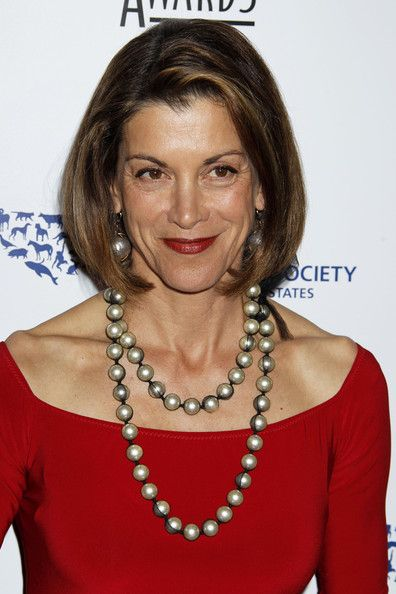Wendie Malick wore a layered pearl necklace that was cased in black lace. It was a great accessory to spice up her red dress.