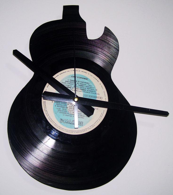 Discos de vinil transformados em relógios reciclados em diversos formatos