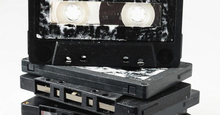 Instrucciones del estéreo para autos Alpine. Alpine es un nombre respetado en equipos estéreo de autos debido a su reputación para la fabricación de receptores de gran alcance capaces de manejar distintos sistemas de audio. Si bien los puertos Alpine están equipados para manejar configuraciones complicadas, su funcionalidad es relativamente fácil de usar. Hay algunos controles básicos en la ...