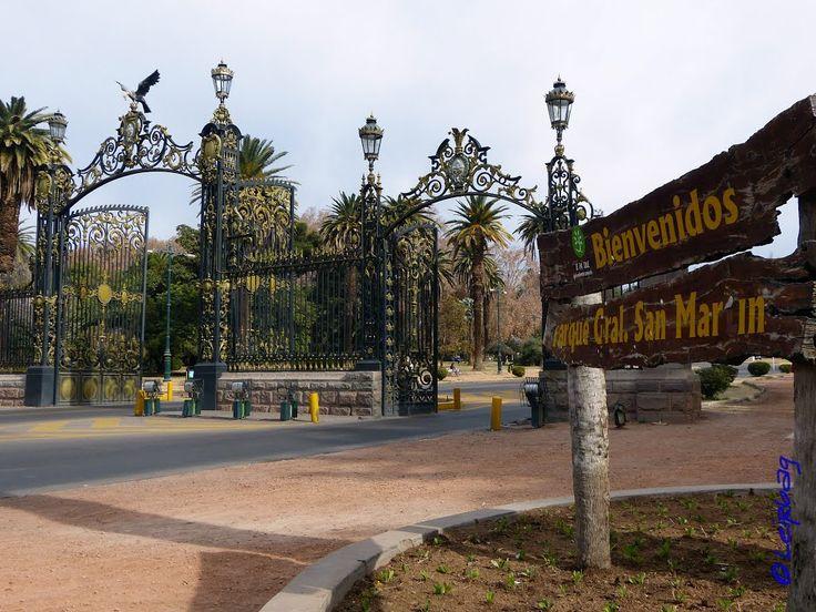 """Portones de entrada al pulmon de la ciudad de Mendoza, el Parque mas grande e imponente, """"""""Parque General San Martin"""""""", ciudad de Mendoza, Argentina"""