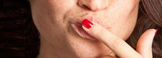 Schnell & günstig: Dieses Mittel hilft sofort gegen raue Lippen! - BRIGITTE