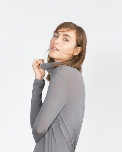 Image 3 de T-SHIRT À COL ROULÉ de Zara