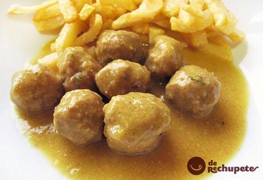 Albóndigas con salsa de curry y patatas fritas. Receta paso a paso. - Recetasderechupete.com