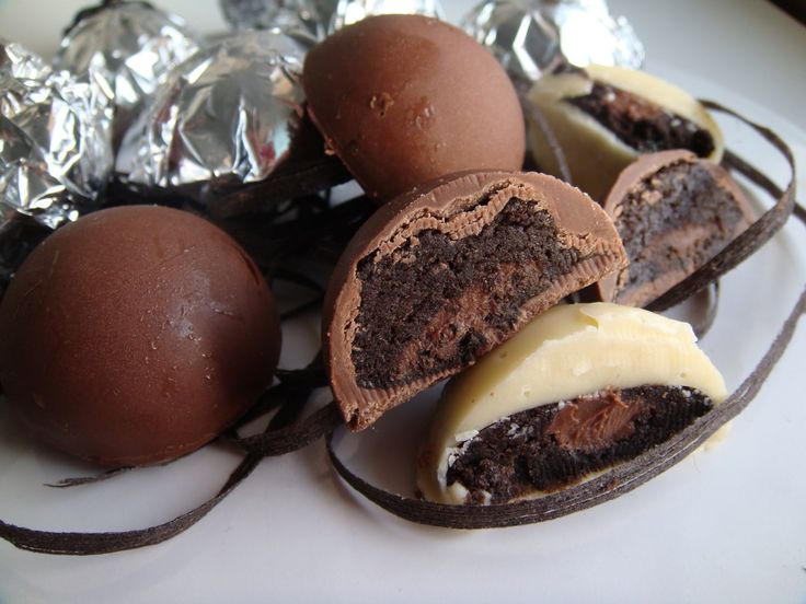 BOMBONES DE OREO Y NUTELLA Fusiona tus galletas favoritas con Nutella y tendrás unos bombones increíbles,en este vídeo tienes un paso a paso sencillo de hacer  ✿⊱╮Teresa Restegui http://www.pinterest.com/teretegui/✿⊱╮