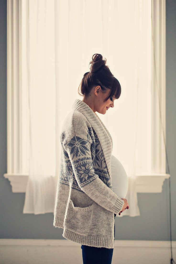 Classy maternity photos. Cute ideas for maternity photos. Winter maternity photography. Stephanie Sunderland Photography. Vintage hair. Makeup by Kissable Complexions.