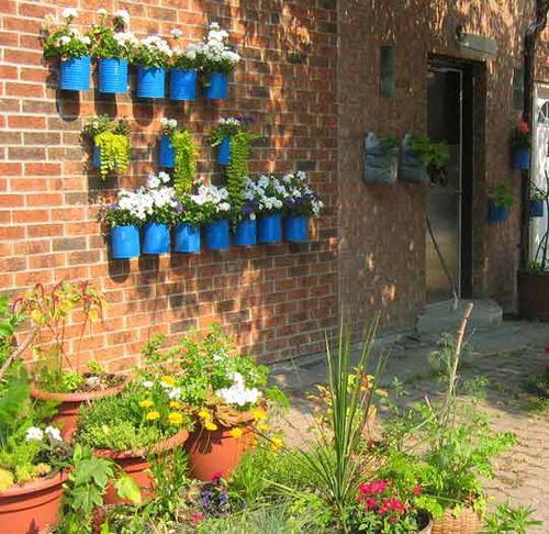 TinCanGarden: Gardens Ideas, Flowers Pots, Gardening, Herbs Gardens, Tin Cans, Small Gardens, Tins Cans, Wall Planters, Wall Gardens