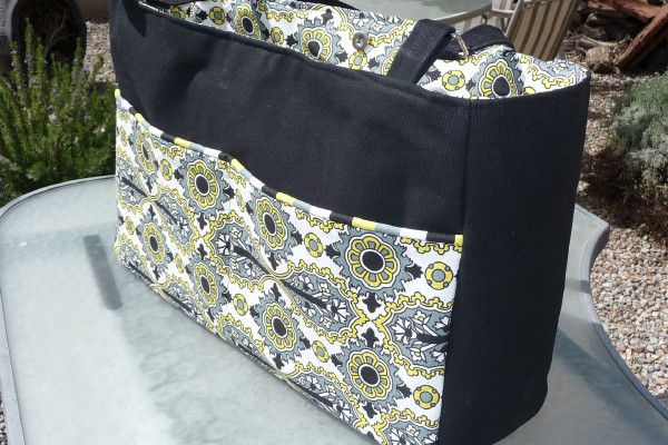 PatternPile.com - Hundreds of Patterns for Making Handbags, Totes, Purses, Backpacks, Clutches, and more. | Classy Diaper Bag Tutorial With a Divider | http://patternpile.com/sewing-patterns