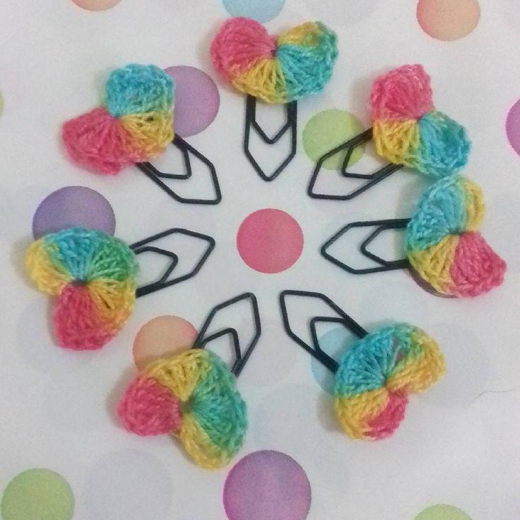Arco-íris de Corações.  #marcadores #brindes #corações #crochê #bookmark #bookmarks #handmade #heart #hearts #craft #crochet