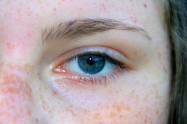 Na skrášlenie Vašich očí skúste očný krém od Biodermy.
