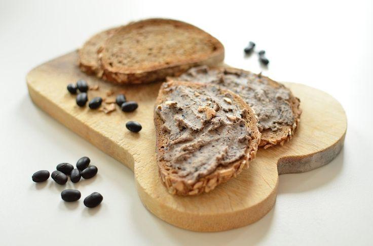 Hummus van zwarte bonen – broodbeleg - http://www.volrecepten.nl/r/hummus-van-zwarte-bonen--broodbeleg-1935006.html