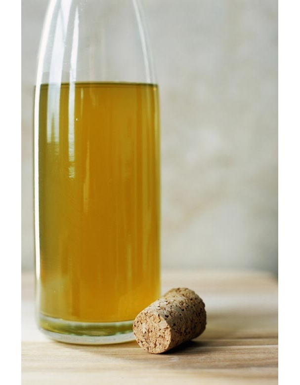 Le vinaigre de cidre Pour assaisonner vos salades, misez sur le vinaigre de cidre qui améliore la digestion. Il élimine les bactéries des intestins et aide à l'évacuation des toxines tout en limitant la rétention d'eau.