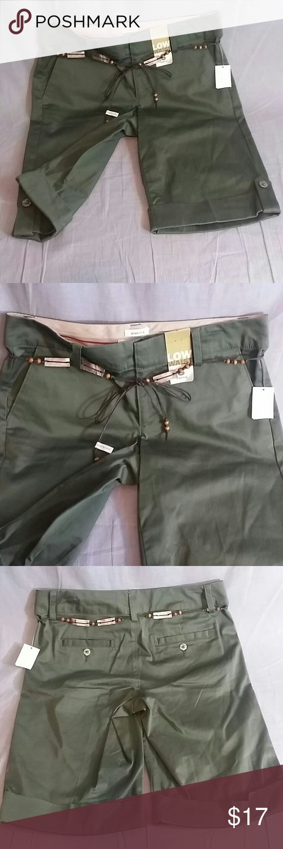 "OLD NAVY Bermudas Shorts Pants Green 8 NEW Women's shorts fabric 98% cotton 2% spandex low waist stretch measurements WAIST 16"" INSEAM 11.5"" TALL 20.5"" come's with the belt item is NEW Old Navy Shorts Bermudas"