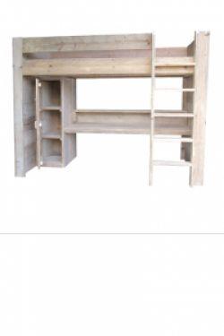 Steigerhout Bed Casey  Met de hand vervaardigd stapel bed gemaakt uit oud steigerhout. Dit bed heeft een matrasmaat van 90 x 200. Onder de hoogslaper zit een bureau en een kast. Deze hoogslaper heeft een hoogte van 180cm. De linker en rechterkant van de hoogslaper zijn dicht en de achterwand is open. Onder de hoogslaper een bureau van 160 cm breed en 60 cm diep met een extra boekenplankje. Onder de hoogslaper is een kast gemaakt van +/- 137 * 40 * 60 cm.