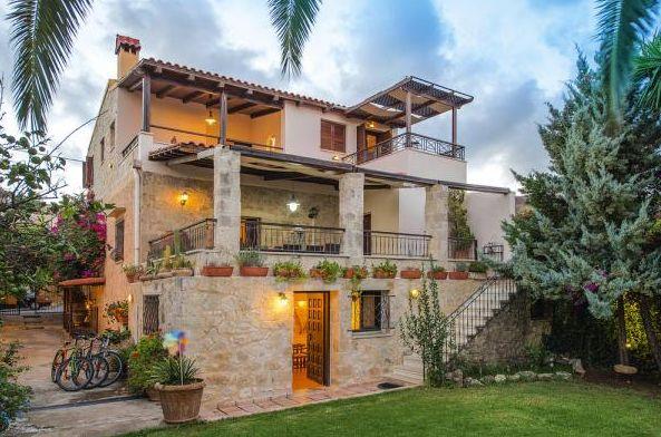Einmal in einer Villa leben. Auf Kreta in #Griechenland kann dieser Traum in Erfüllung gehen.   #villa #ferienwohnung #kreta #kaliviani #relaxtime #holiday #Angebot #Urlaub #reservierennichtvergessen #Urlaub2015 #urlaubsfeeling #treatyourself #eintraumhier #instadaily #beautiful #iminheaven #weltvergessen #herbst #herbstferien #ferien #traum #steinhaus #architektur #instagreece #igersgreece