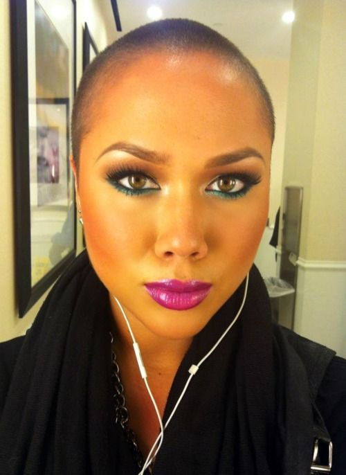 "keirarowland: Quick pic on my way to work on Friday…felt like using some color :) Eyeliner: ""Undercurrent"" eye pencil set w/ ""Steamy"" eyeshadow (MAC) Lips: ""Magenta"" lip pencil + ""Violetta"" lipstick + ""Funtabulous"" Dazzleglass (MAC)"