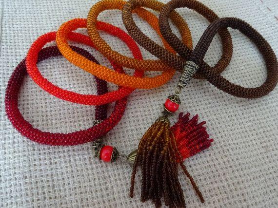 """Lariat gradiant marrone-rosso, collana crochet lamponi-rosso-arancione-marrone, rilievo crochet lariat """"nappa rosso-marrone"""", accessorio di moda"""