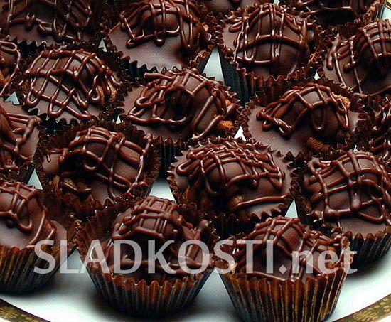 Nugátové košíčky s oříškemAsi 150 g čokolády na vaření rozpuštěné s 50 g másla…