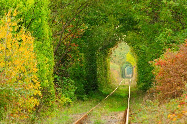 愛のトンネル  ウクライナ