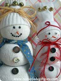 Sock snowman gift idea. Fill a little with bird seed tie with rubberband then more seed as you go up...this  makes the snow balls. Last, tie knot at top and fold sock over to make hat.