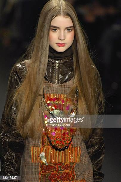 ali-michael-wearing-anna-sui-fall-2007-during-mercedesbenz-fashion-picture-id130478371 (406×612)