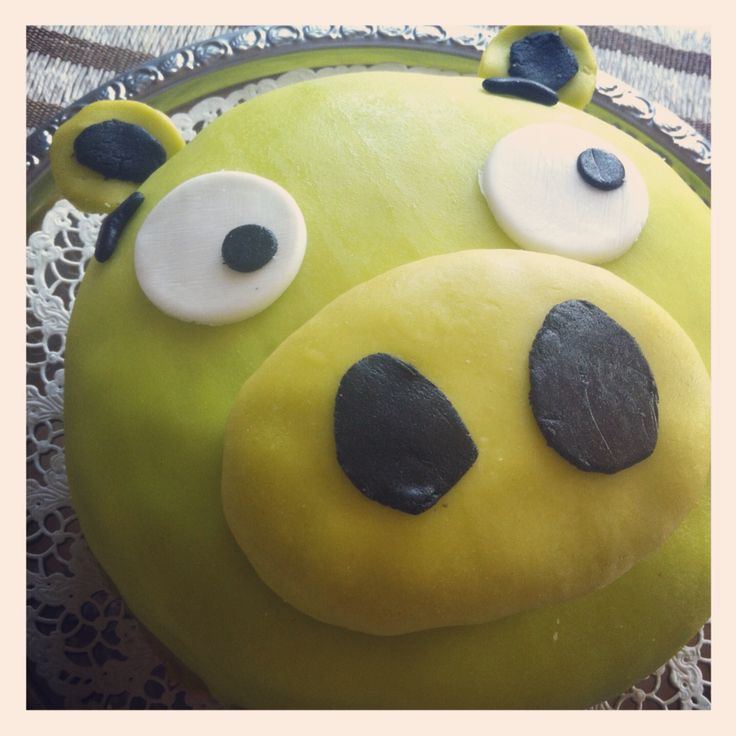 Bad Piggies cake for 2-year old