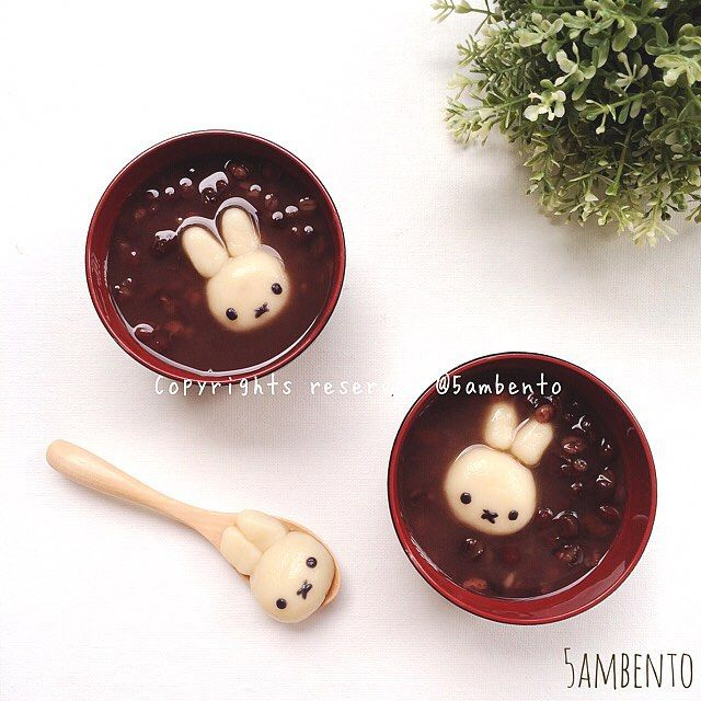 red beans & rice ball bunnies for  takeaway bento? Omoshiroi~!