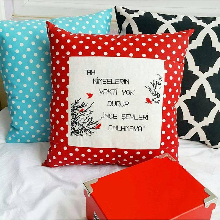 """""""Ah kimselerin vakti yok durup ince şeyleri anlamaya""""  / Siz de sipariş verebilir ve istediginiz sözü istediğiniz kumaşta yazdirabilirsiniz.   #istanbul  #bebek #kanaviçe #dekorasyon #decoration #evde #arkadas #siirsokakta #pembe #alisveris #moda #ev #kitap #travel #kadin #kitapkurdu #embroidery #patchwork #canta #dergi #anne #mavi #tasarim #kampanya #aksesuar #islam  #evdekorasyonu #yastık #nilgunmarmara  #bezcanta"""
