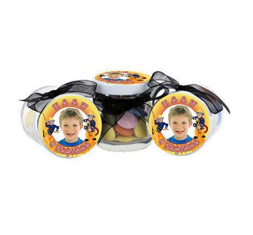 İTFAİYECİ SAM KİŞİYE ÖZEL HEDİYE KAVANOZU: Doğum günü partiniz için kişiye özel hazırlanmış minik kavanozlardan yararlanarak gelen konuklarınıza hediye edebilirsiniz. Paket içerisinde 10 adet kavanoz bulunmaktadır. Kavanoz içi boş olarak gönderilmektedir.  Ölçüleri: Kapak Çapı: 4,5 cm Yükseklik: 5 cm 41 mg