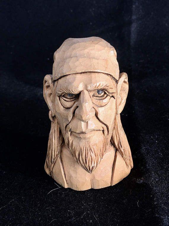 Kleine piraat karikatuur. Hand gesneden. Bas van hout. Geweldig cadeau. Fine art. Houten sculptuur. Houtsnijden. Ooak.
