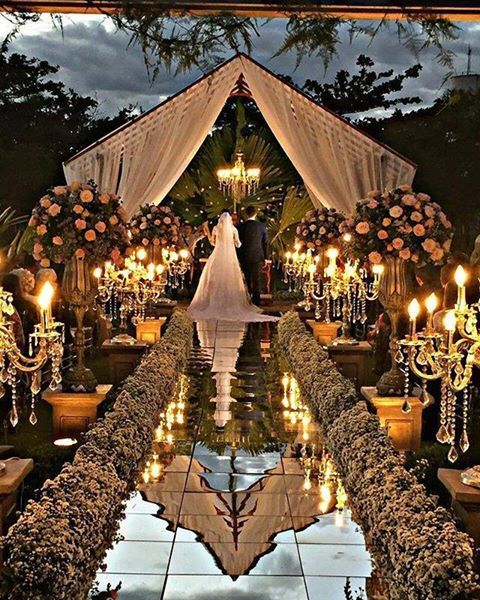 That moment that everything you envisioned surpasses the fairytale! This outdoor Brazilian wedding under the stars has it ALL! xoxoPlanner:Maristela Alves Tringali Decorações e Eventos
