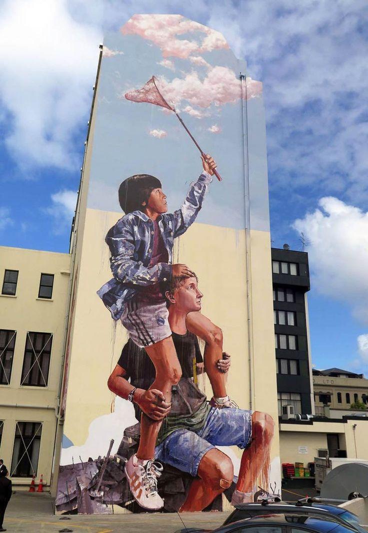 """"""" L' Attrape-Nuages """" OU """" Quand le père porte son enfant et ses rêves."""" / Street art. / By Fintan Magee, 2015."""
