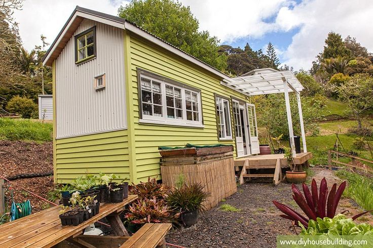 Tiny House - lots of pics! This is the same house as shown in another pin, with a layout similar to one I've been planning...