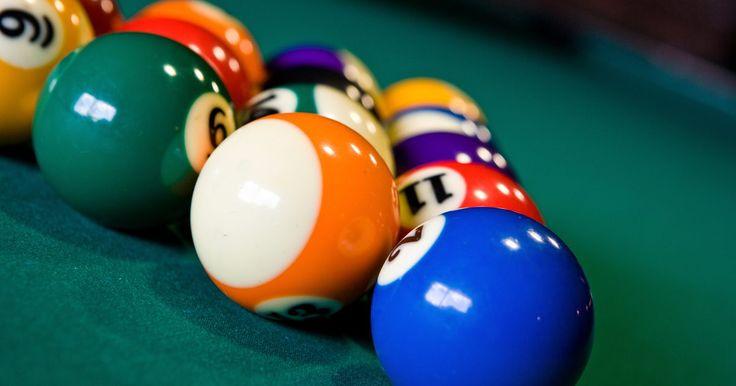 Cómo acomodar correctamente las bolas de pool. La variable más popular del juego de pool es la de bola 8, ya que es fácil de aprender y no se basa en el orden numérico de las bolas como sí lo hace la variable de bola 9. Ya que en el modo de bola 8 se usan 15 bolas, no necesitas un triángulo especial ni prestar atención para acomodarlas en orden. Aunque esto no significa que no haya reglas a ...