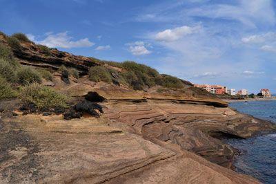 D'origine volcanique, les falaises du Cap d'Agde ont été façonnées par une succession d'éruptions volcaniques sous-marines.