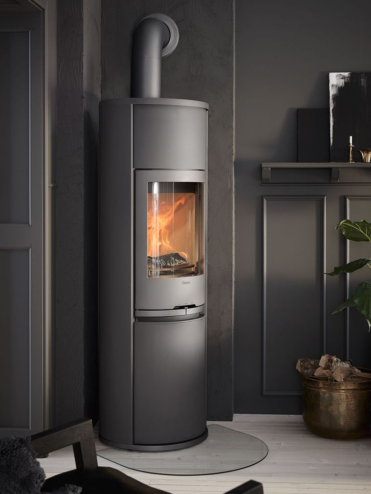 Contura 690 Style in grey with cast-iron door. Available with accessories like log storage and heat retaining powerstone.#woodburningfireplace #tallwoodburner #castiron #hearthplate #contura600 #conturastyle