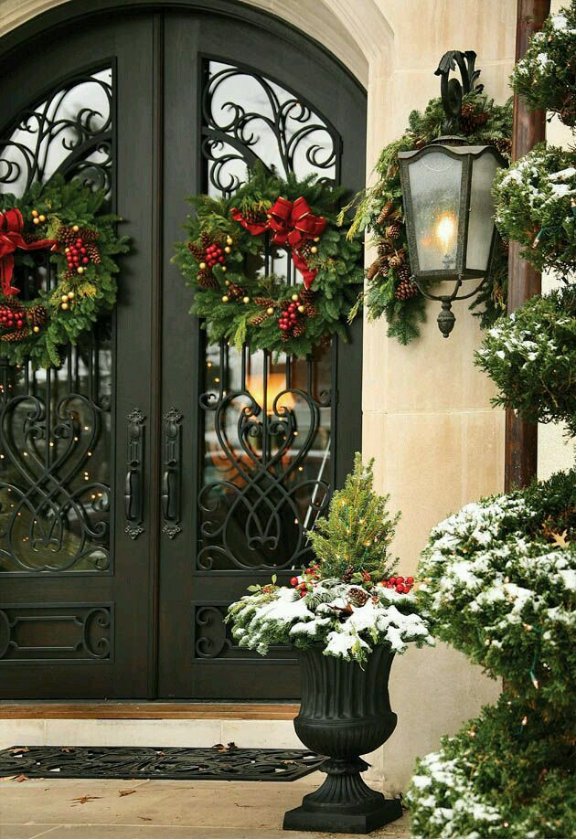beautiful holiday entry williamssonoma holidaystyle holiday style pinterest christmas christmas decorations and outdoor christmas decorations