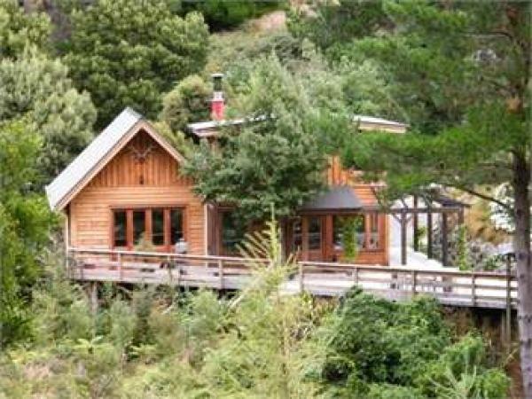 Banks Peninsula Holiday Home Rental - 3 Bedroom, 1.5 Bath, Sleeps 7